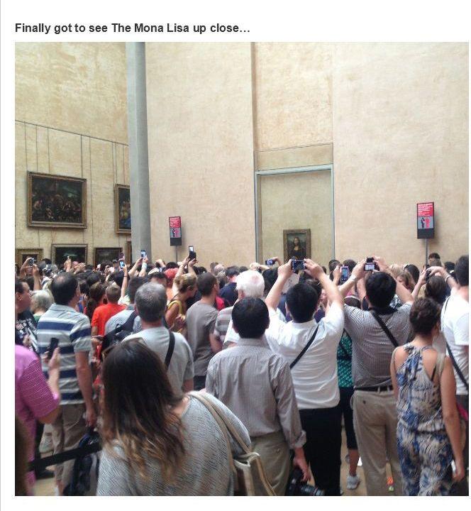 crowd around the mona lisa