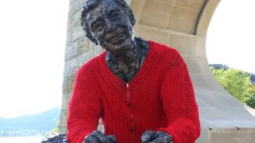 statue-knit-sweater