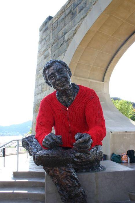 statue knit sweater